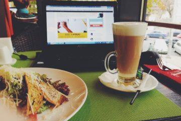 werken in een koffietent